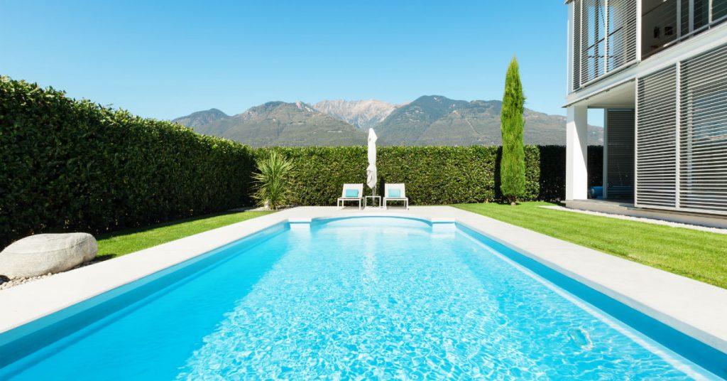 Considering A Chlorine vs. Saltwater Backyard Pool